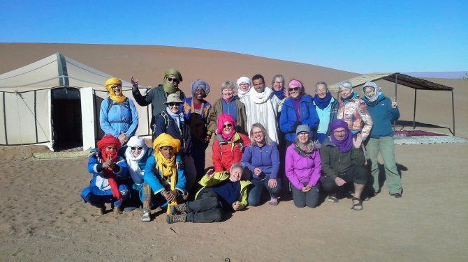De glade ørkenvandrere iført turbaner, som især er rare, når sandet fyger i Sahara. Foto: Birgitte