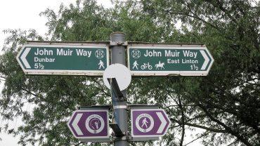 Der er tydelige skilte langs John Muir Way. Foto: Dorthe Bendtsen.