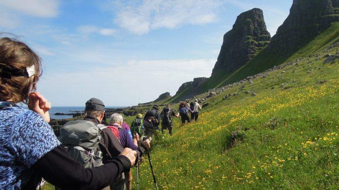 Her vandrer vi på Island ved Westfjord. Foto Rie Lambæk Mikkelsen.