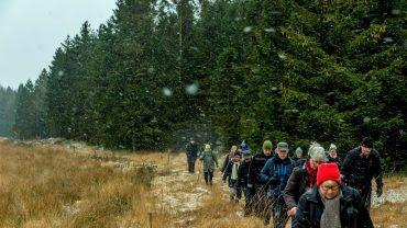 Vandrere i snevejr. Foto Hugo Mejer Hansen.