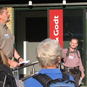 Turleder Søren P. Petersen fortæller en af sine gode historier