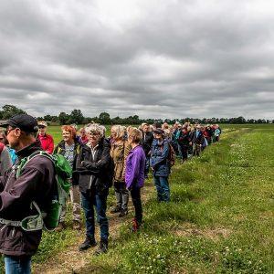 Herning Afdeling vandrer på Planetstien. Foto Hugo Meier Hansen.