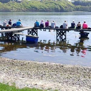Medlemmer fra en af DVL's 20 afdelinger nyder udsigten over Mariager Fjord ved Bramslev Bakker Foto Marianne Bach