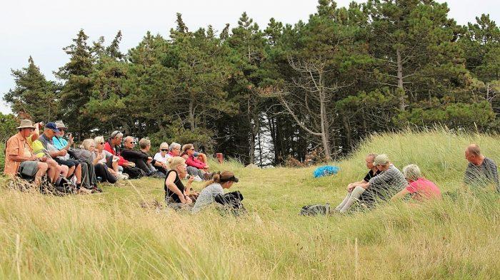 Frokostpause under en vandretur på Rømø, sommeren 2017. Foto Peter Steg.