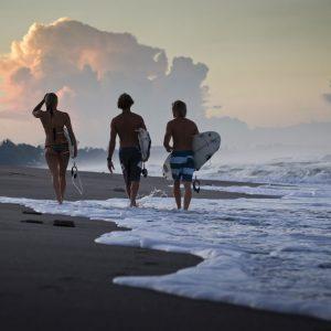 Surfere i aftensolen. Foto Rejsemagasinet Vagabond