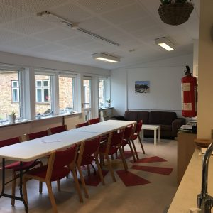 Køkken-alrummet i Pilgrimshuset Albergue i Ballerup. Foto Rikke Ærtebjerg.