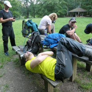 En pause bruges til mange ting - rygstræk, mobil, vabler og væske. Foto Søren P. Petersen.
