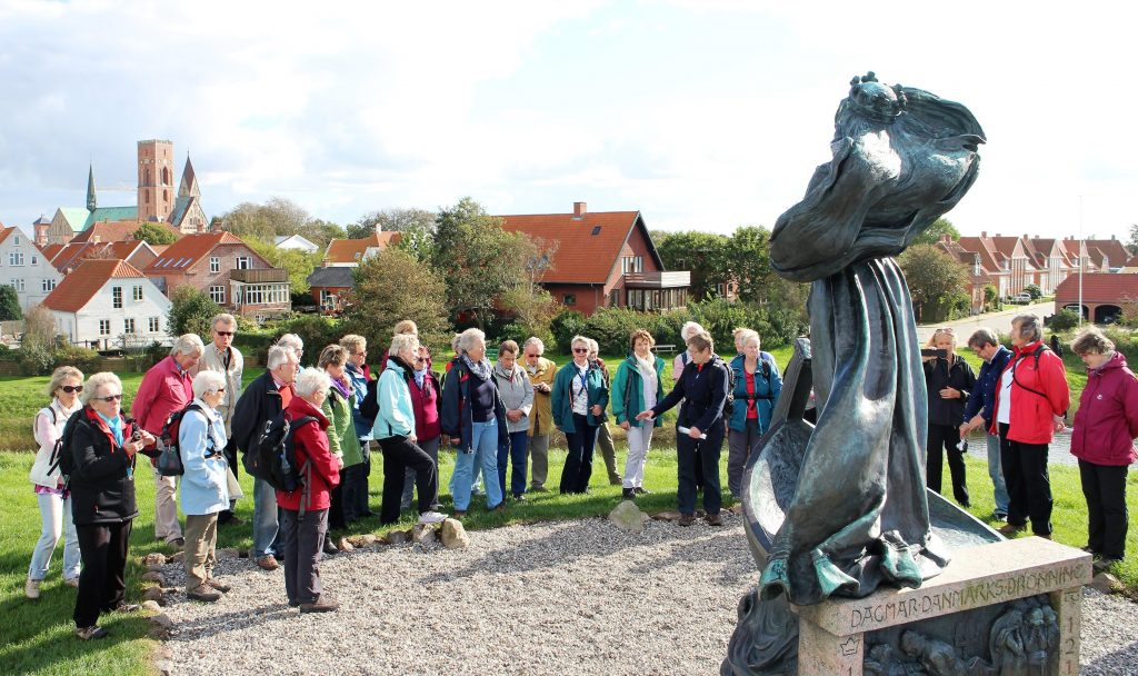 Deutsch-Dänisches Treffen i Ribe foran dronning Dagmar. Foto Peter Steg