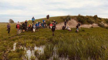 Alle lytter til naturvejlederen. Foto Liva Clausen.