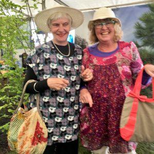 Anita og Jette på slap line - en af erfaringerne ved Naturmødet 2019. Foto Anna Marie Buur.