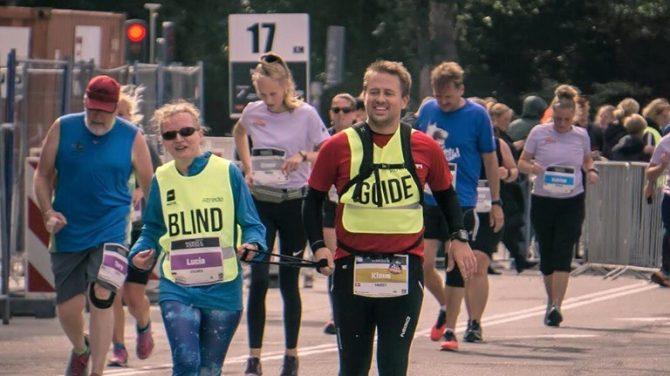 Lucia og Klaus deltager i Copenhagen Halfmarathon. Foto Move United