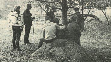 Også for 50 år siden havde vi det med at tage billeder af vandrere bagfra. Foto fra vores medlemsblad Fritidsliv 1970