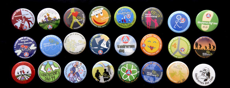 Vandrernes Dag-badges. Foto Anita Garbers