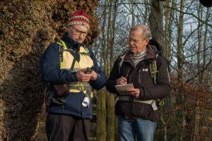 Peter og Jan i aktion ved Felsted-egen. Foto Birte Steg. Indenfor står de bag DVL Sønderjyllands hjemmeside