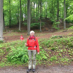 En skøn 10 km tur i Rude Skov sammen med min veninde Else. Vi var på toppen af Maglebjerg (91 moh), hvor vi hilste på Lis. Vi kom også op på Højbjerg (82 moh). På hjemturen tog vi en smut forbi Amager Bakke (80 moh), hvor vi hilste på Anita, der bød på hjemmebagt rabarberkage. Foto Grethe Aagaard
