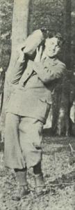 Stig Hansen etablerer varden. Foto DVL's arkiv