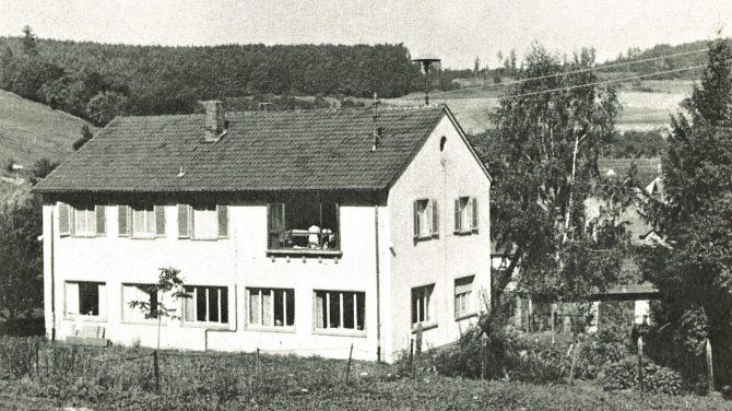 Folkedansernes indkvartering fra Fritidsliv 1970.