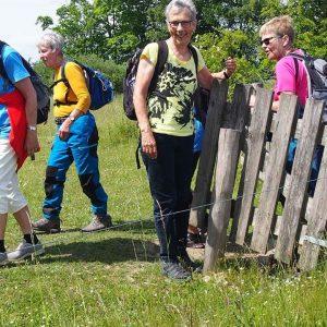 Eva Jakobsen holder hegn. Foto privat.