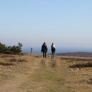 To på tur langs Mols Bjerge-stien. Foto Nationalpark Mols Bjerge