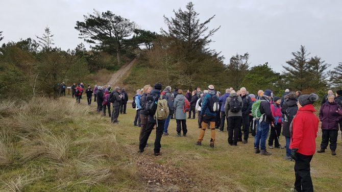 118 vandrere er nået frem til Marens Maw på topturen, Husby klitplantage. Her holdes frokostpause